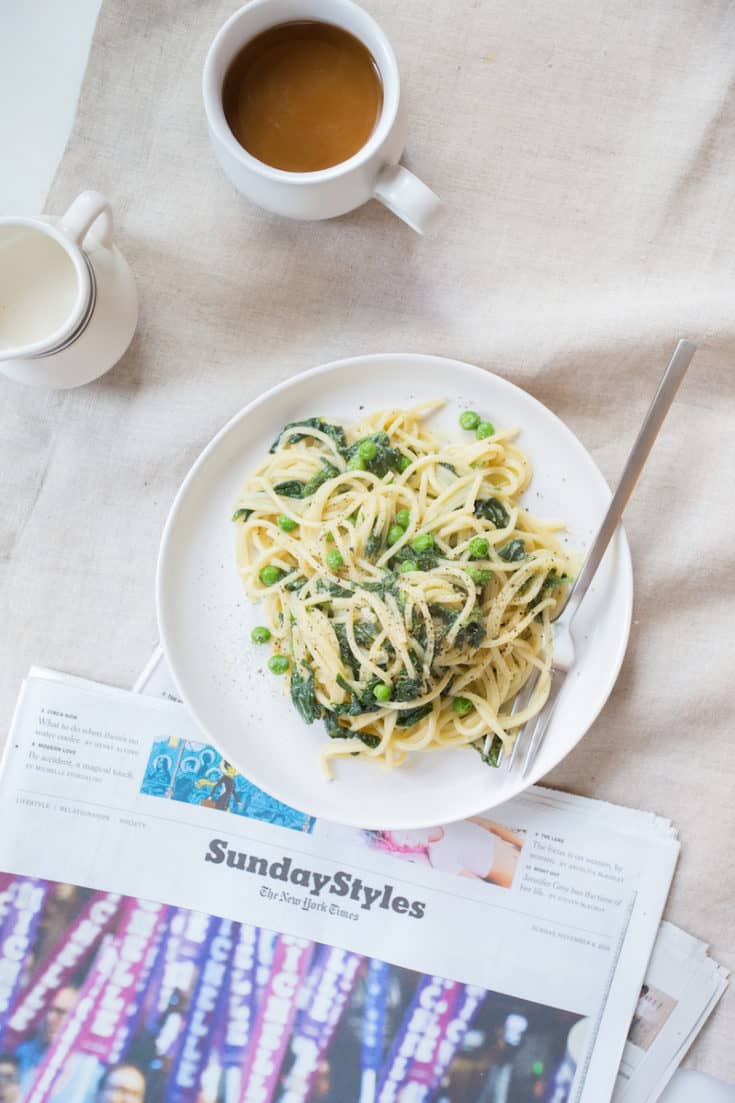 Breakfast for dinner? How about dinner for breakfast? Break the mold with a spinach and egg breakfast pasta that does an omelet one better. #breakfastpasta #italian