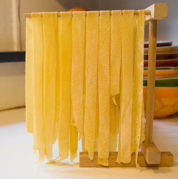 how to make homemade pasta dough | fresh pasta dough tutorial - via www.www.goodfoodstories.com