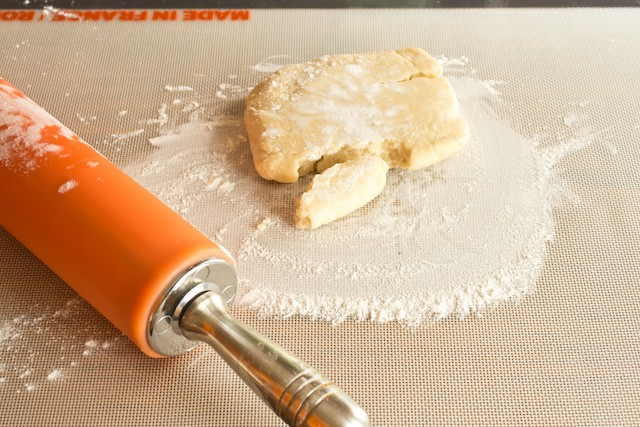how to make pie dough - a photo tutorial, via goodfoodstories.com