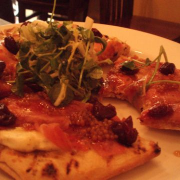 benton's smoky mountain ham flatbread
