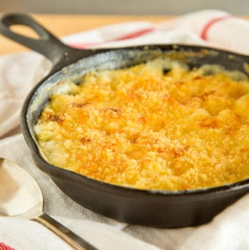 cast iron skillet mac and cheese, via goodfoodstories.com