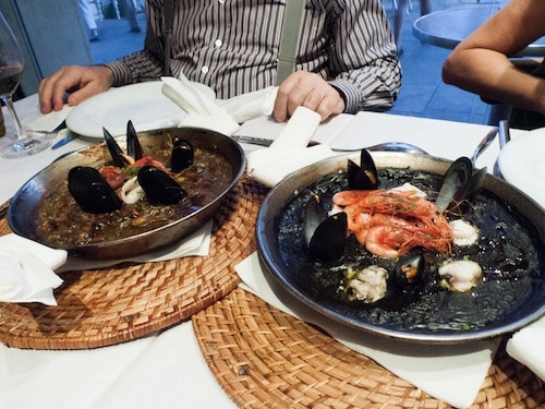 traditional and squid ink paella in Barcelona, via www.www.goodfoodstories.com