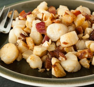 scallops with celery root and bacon hash, via www.www.goodfoodstories.com