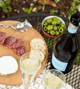 wine pairings for picnics and BBQs, via goodfoodstories.com