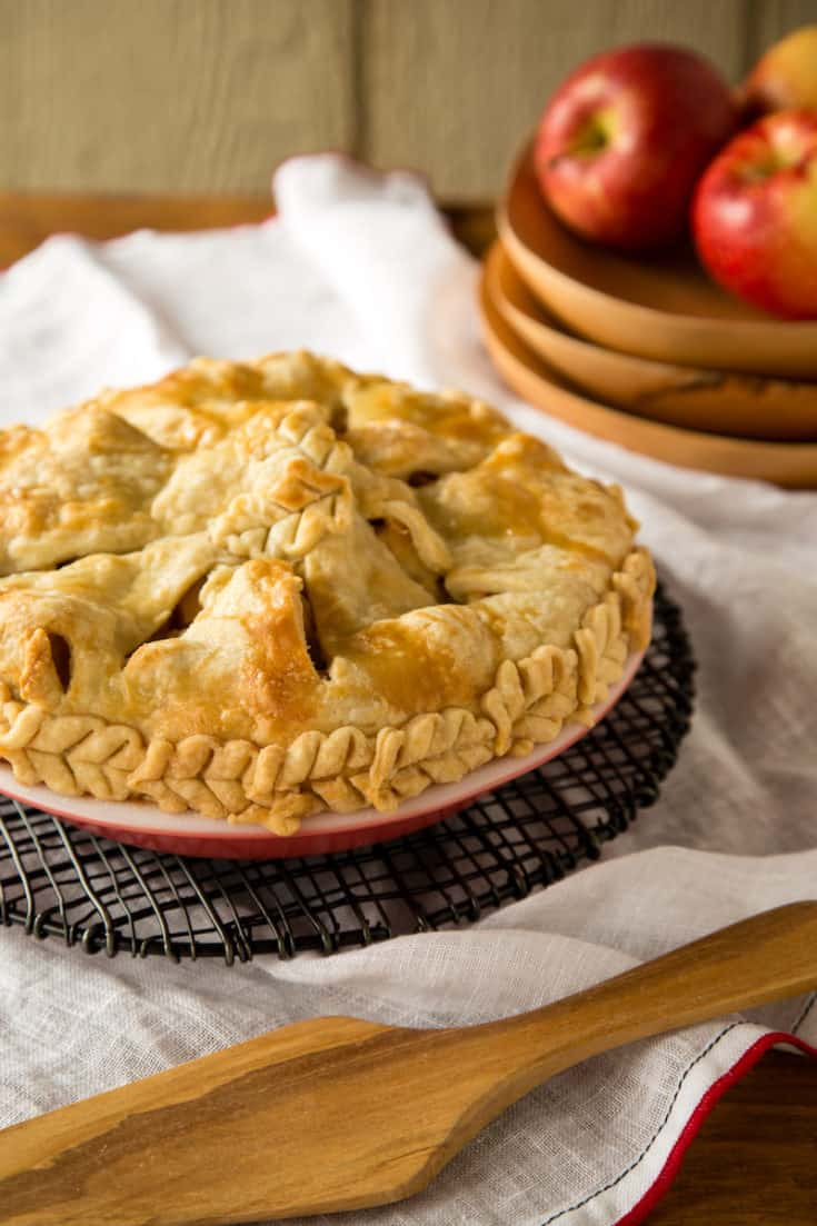 Want to know how to make pie crust without fear? Become a pie crust professional with this easy recipe and photo tutorial. #piedough #piecrust #pierecipes