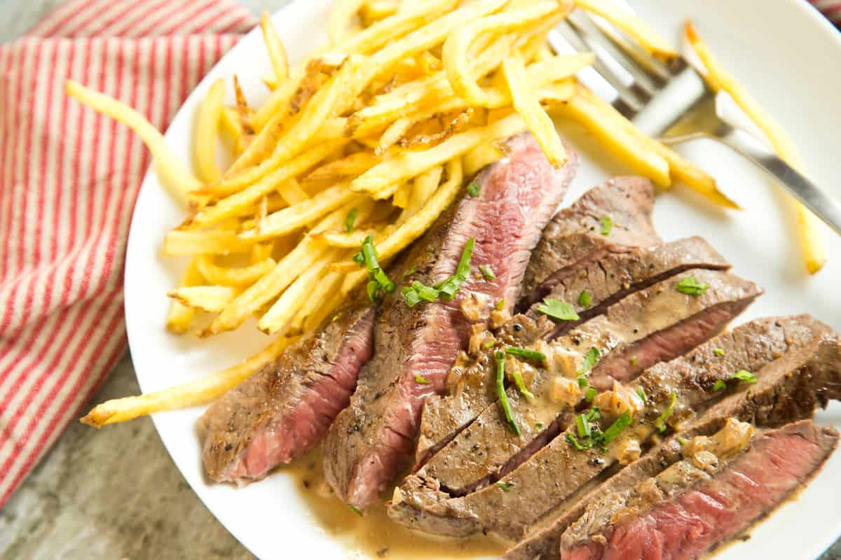 Steak frites for 2 people in just 30 minutes - make it tonight! #steakfrites #datenight #dinnerfortwo