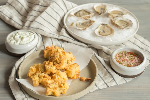 fried and raw oysters