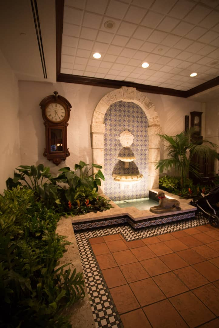 Joe's Stone Crab in Miami, via www.www.goodfoodstories.com