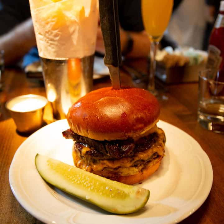 Au Cheval cheeseburger in Chicago, via www.goodfoodstories.com