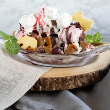 Glacier ice cream sundae inspired by Glacier National Park, via goodfoodstories.com