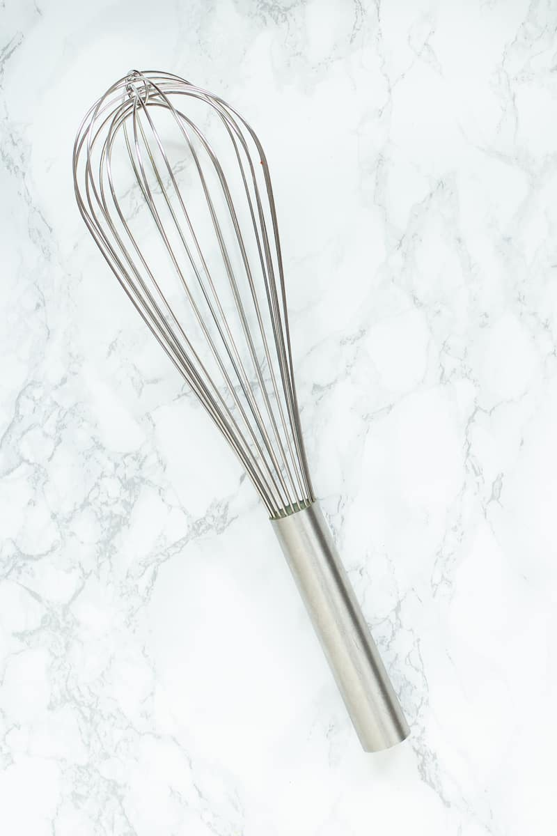Learn about the different types of whisks and when to use a balloon whisk when cooking or baking. #whisks #kitchenutensils