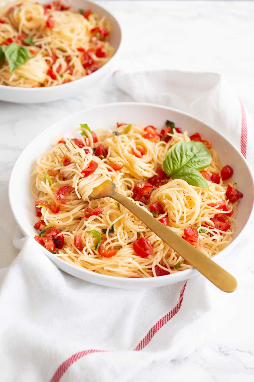 No-Cook Tomato Sauce with Chiles