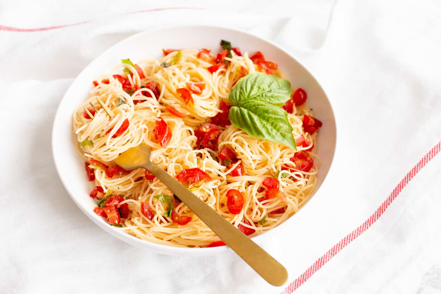 angel hair with no-cook cherry tomato sauce